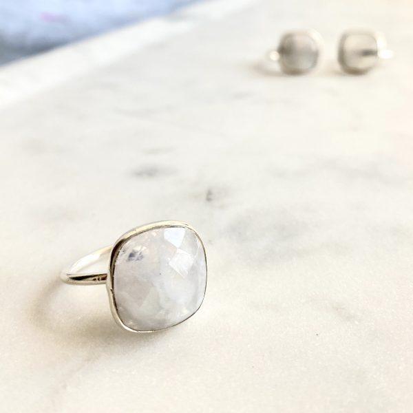 Ring : Moonstone
